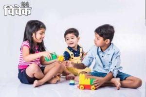 कैसे बनाएं बच्चों को विनम्र और उदार