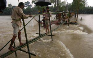 बाढ़ और सूखे की चपेट में देश