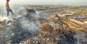 कचरे के ढेरों से बढ़ता प्रदूषण