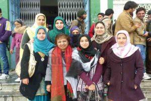 कश्मीरी युवा नई दिशा की ओर