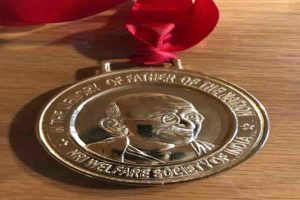 सद्गुरू डॉ. मंगेशदा को लंडन में महात्मा गांधी अंहिसा पुरस्कार से सन्मानीत किया गया