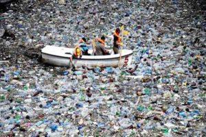 पर्यावरण की मुसीबत बनी पानी की बोतलें