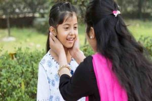 बच्चों को डिप्रेशन से दूर रखना हो, तो सुनें उनकी बातें