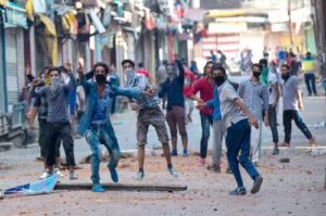 जम्मू-कश्मीर में सेना पर पत्थर चलाने वालों की आप बीती
