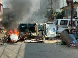 मुंगेर में लाठी चार्ज के बाद भड़की भीड़, पुलिस स्टेशन को किया आग के हवाले
