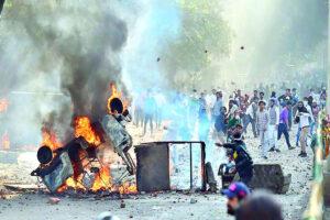 दिल्ली दंगों से उठते सवाल